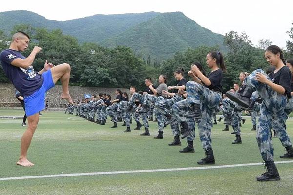 北京《青少年安全防卫》6天军事训练夏令营
