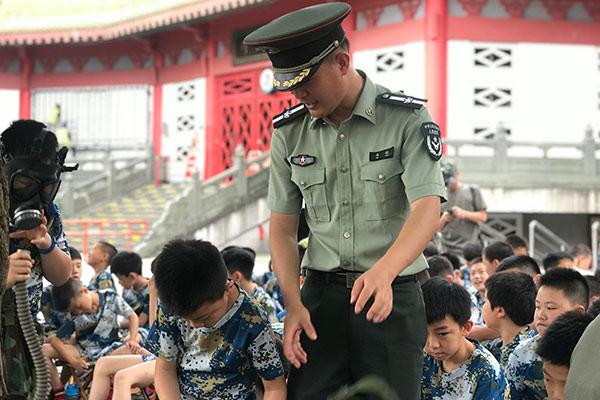 上海奉贤7天吃苦磨砺军事夏令营