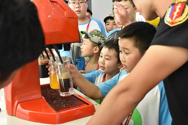 参观可口可乐工厂